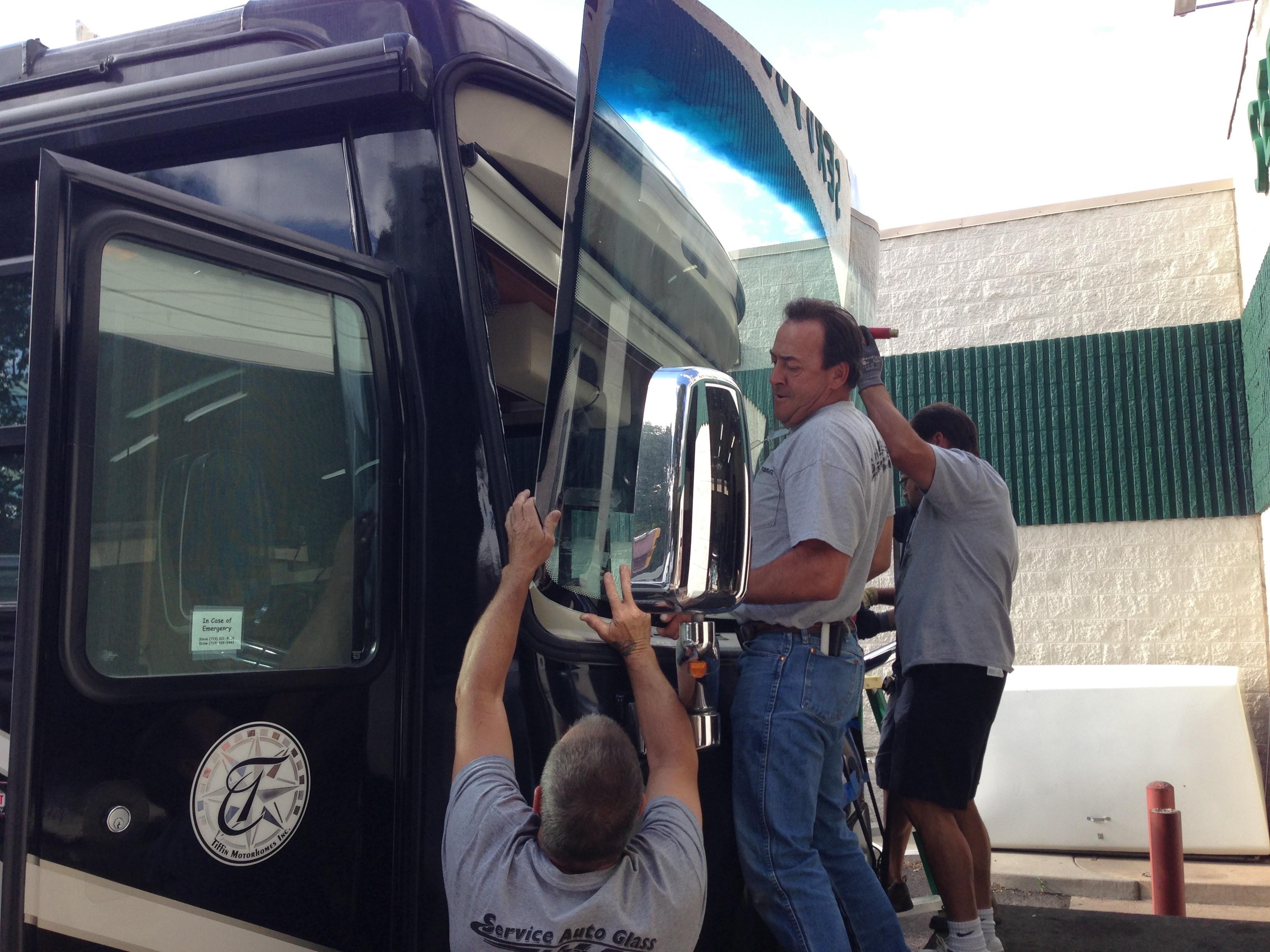 Autóbusz szélvédő szerviz